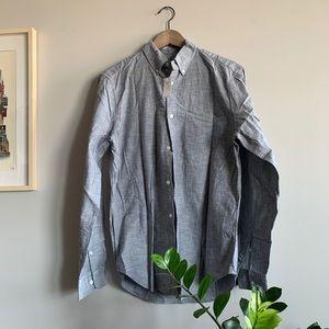 Gap men's causal shirt in light grey